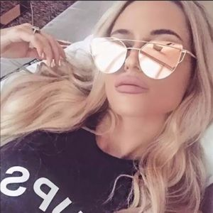 🆕✨ROSE GOLD MIRRORED SUNGLASSES. UV PROTECTION